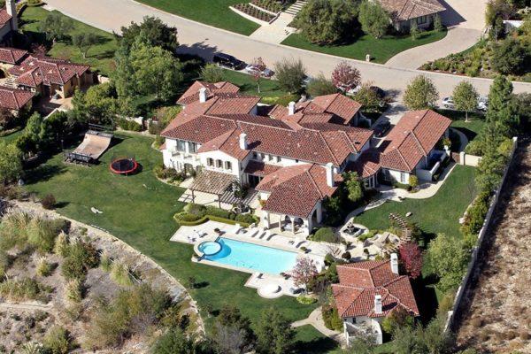 Khloe Kardashian Bought Justin Bieber House